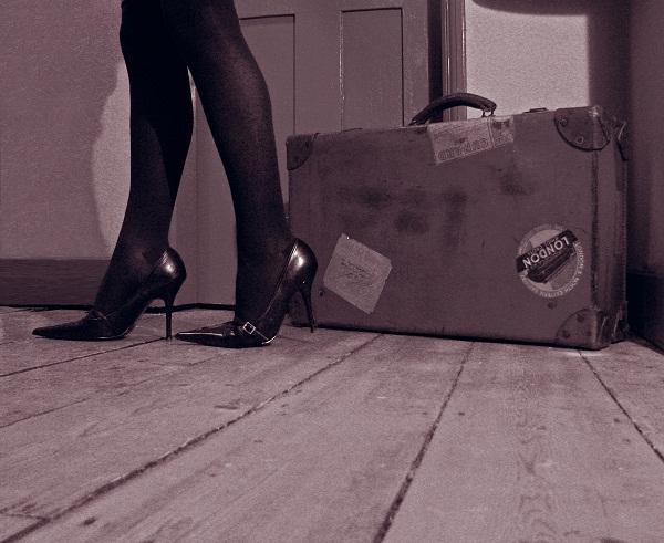 koferi uza zid uspomene kao mirisne dunje na oramnu Od žene možeš otići, ali od sudbine ne
