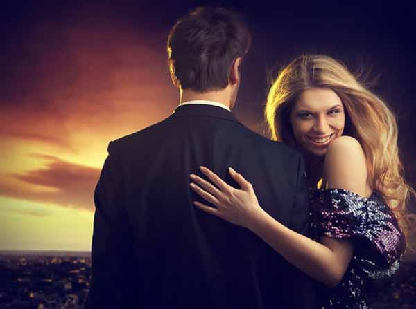 smiling woman with her man Nije ona tvrdoglava