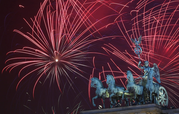 Berlin Germany celebrated New Year Eve fireworks show1 Najbolje fotografije sa dočeka Nove godine širom sveta