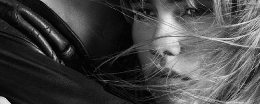 Beauty i Burberry inspiracija: Suki Waterhouse