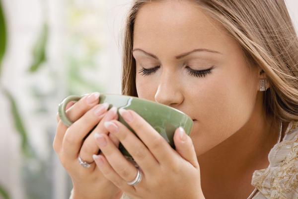 Drinking tea Ne postoji ritual koji je više britanski od služenja i ispijanja popodnevnog čaja