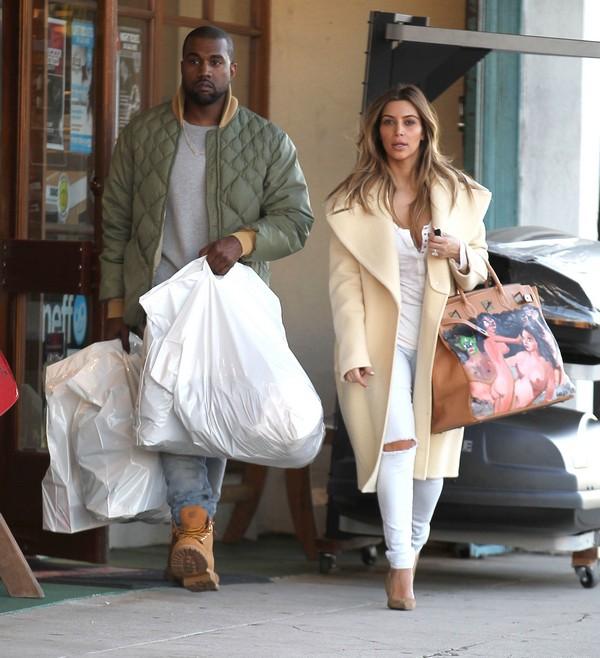 FFN KimKanye RIV 122613 51292538 Svi omiljeni kaputi Kim Kardashian