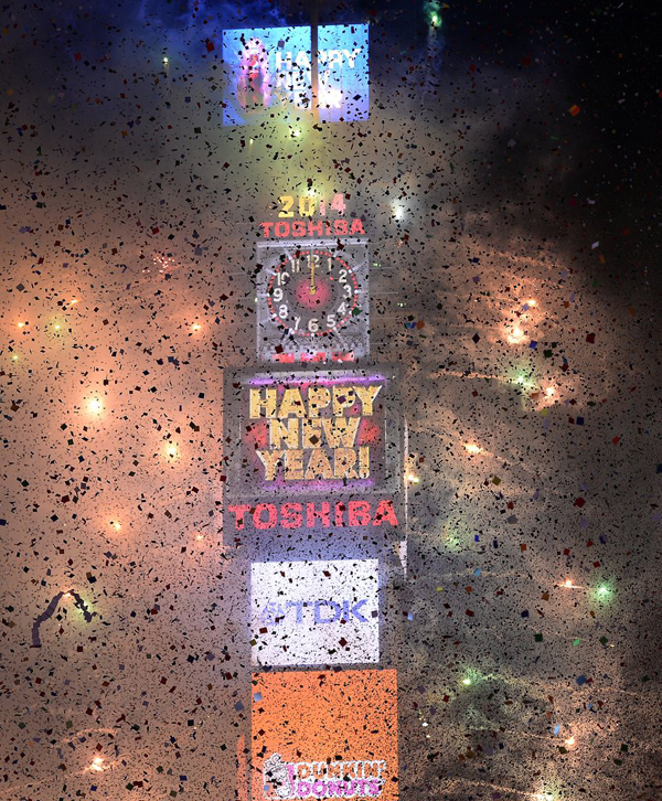 Fireworks lit up Times Square NYC ball dropped New Year Eve Najbolje fotografije sa dočeka Nove godine širom sveta