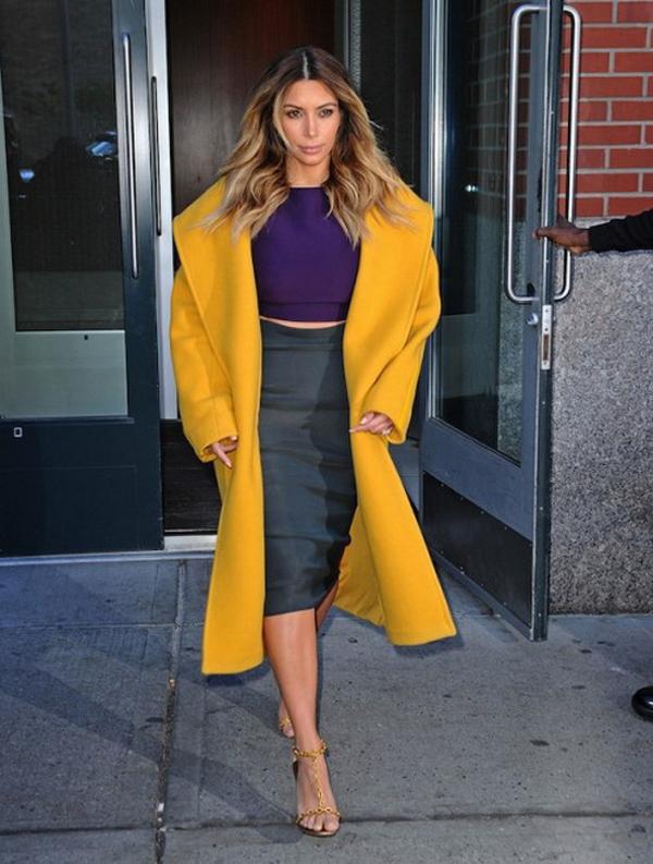Kim Kardashian Marigold Yellow Max Mara Coat Marni Top Lanvin Skirt 2 492x650 Svi omiljeni kaputi Kim Kardashian