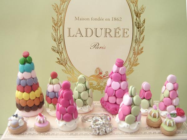 Makaroni u obliku ajfelove kule Autentične slatke kuće u Parizu: Macarons
