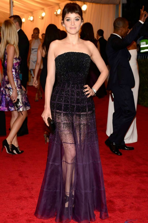 Marion Kotijar crno ljubicasta haljina 10 odevnih kombinacija: Marion Cotillard