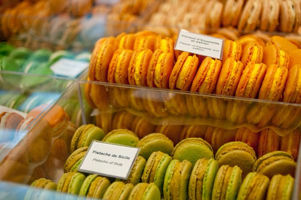 Narandzasti zeleni makaroni Autentične slatke kuće u Parizu: Macarons