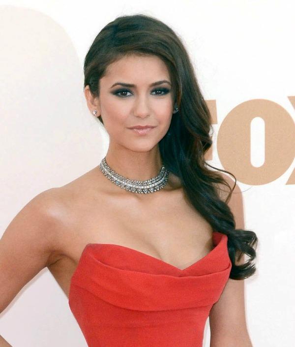 Nina Dobrev 9 Beauty Moments: Najlepše frizure, Nina Dobrev