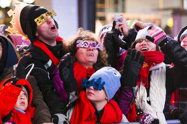 People sported 2014 glasses while waited ball drop NYC Najbolje fotografije sa dočeka Nove godine širom sveta