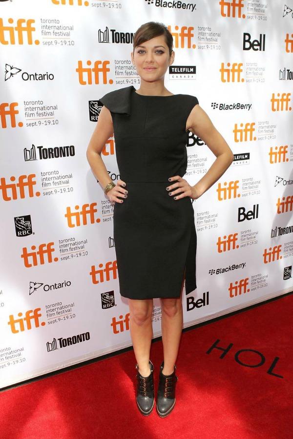 marion kotijar mala crna haljina 10 odevnih kombinacija: Marion Cotillard