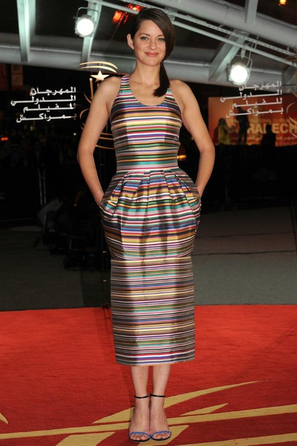 marion kotijar prugasta haljina 10 odevnih kombinacija: Marion Cotillard