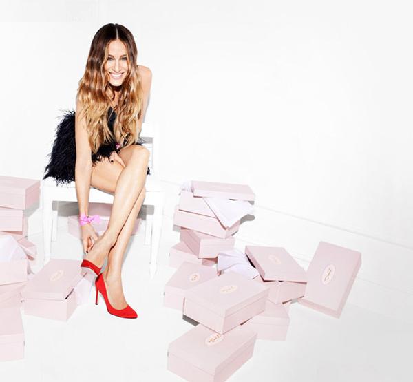 sarah jessica parker con su coleccion de zapatos 1317 648x599 Sarah Jessica Parker i kolekcija cipela