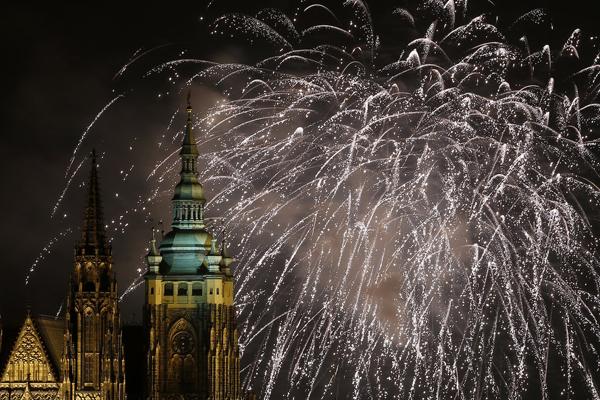 sky Prague Czech Republic filled fireworks Najbolje fotografije sa dočeka Nove godine širom sveta