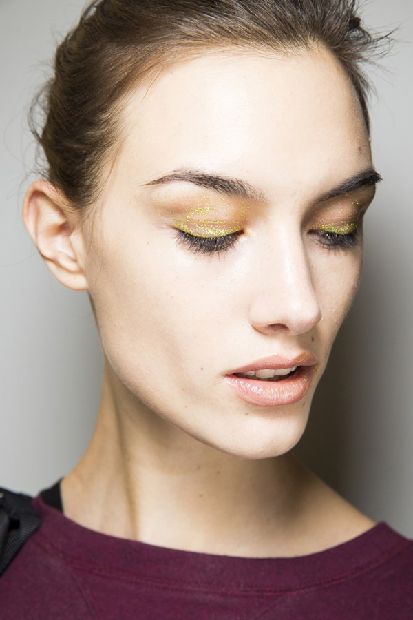 00130h 592x888 Backstage Beauty: Inspiracija i trend