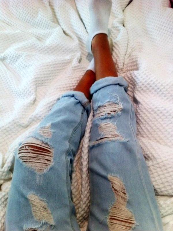 0uk5if l 610x610 jeans tumblr boyfriend jeans ripped jeans tumblr girl lightblue ripped light jeans light blue pants light washed denim sexy jeans light blue denim distressed jeans fall outfits Modni trend: Svetloplava boja