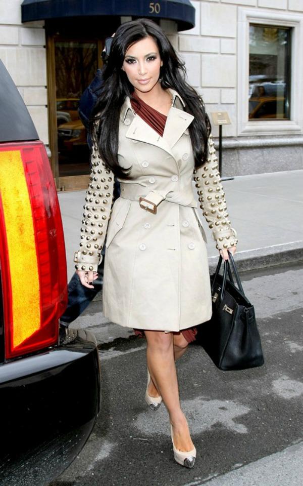 1 Kim Kardashian Svi nose... Burberry