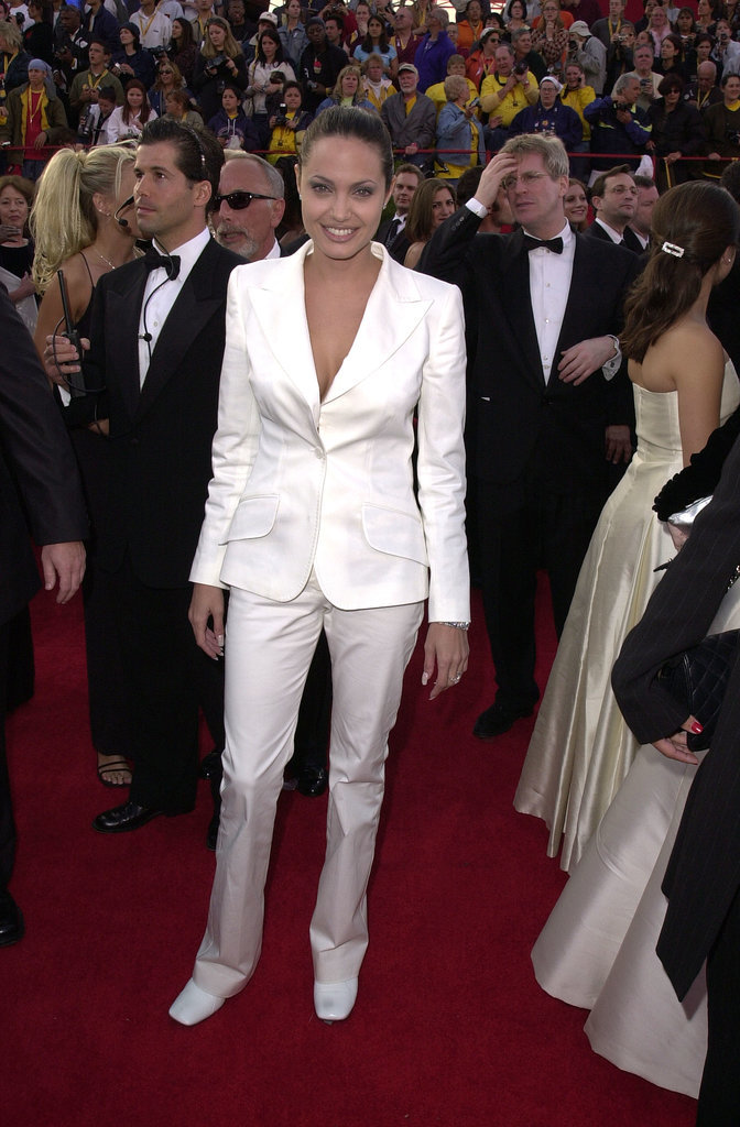 Angelina Jolie Tuxedo Pantsuits Pictures Anđelina Džoli: Odela su zakon