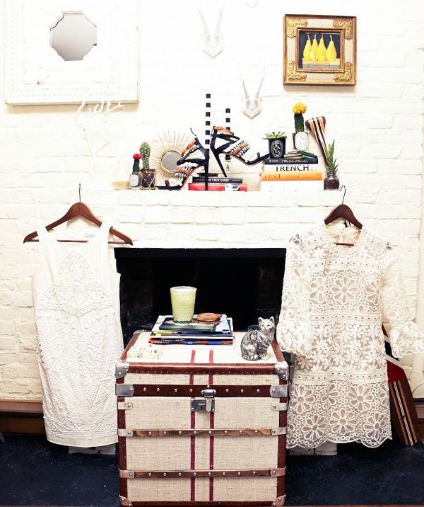 Bler edie kamin bele haljine  Zavodljiv enterijer doma poznate blogerke: Bler Edi