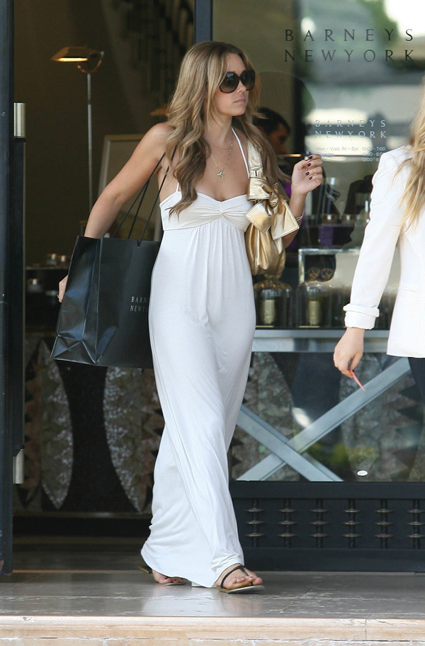 During 2008 LA shopping spree LC went back basics white maxi dress black sandals Lekcije o stilu Loren Konrad