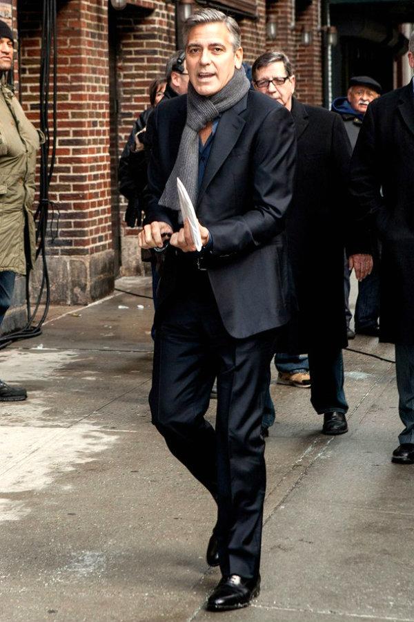 George Clooney glamour 5feb14 rex b 592x888 Voleli bismo da se naši momci oblače ovako