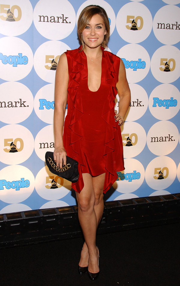 Looking ravishing ruffled red dress Conrad partied night away 2007 pre Grammys soiree LA Lekcije o stilu Loren Konrad