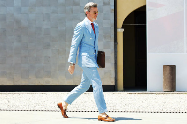 STREETFSN pitti uomo light blue double breasted suit Modni trend: Svetloplava boja