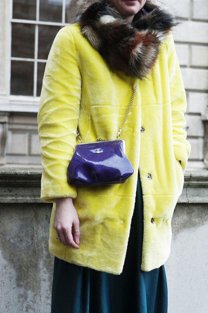 She knows how play brights right off each other Street Style: London i detalji