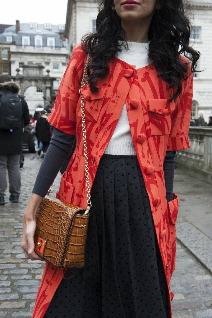 What pairs better ladylike coat than ladylike bag Street Style: London i detalji
