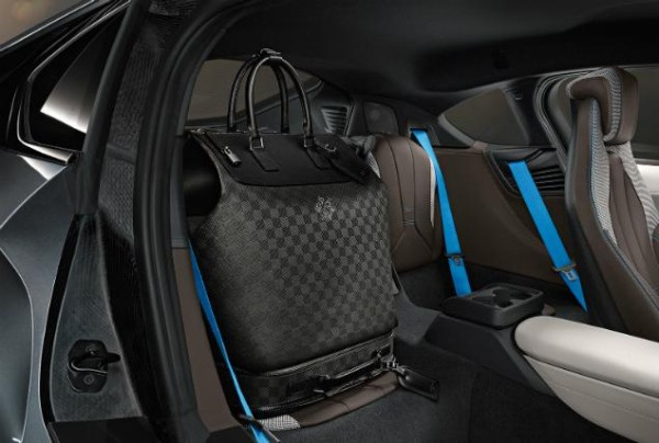 bmw i8 interior louis vuitton luggage 600x404 Louis Vuitton i BMW odličan su spoj