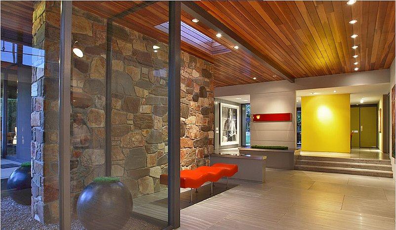 bright yellow floating wall foyer nice foil wood Luksuzan dom Leonarda DiKaprija