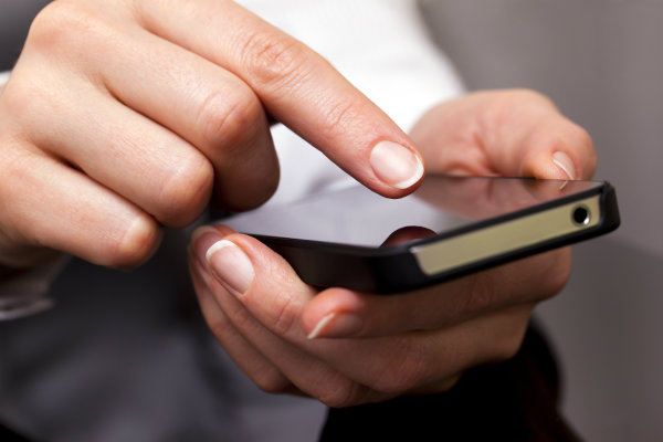 cellphone Šest navika koje uništavaju naš izgled