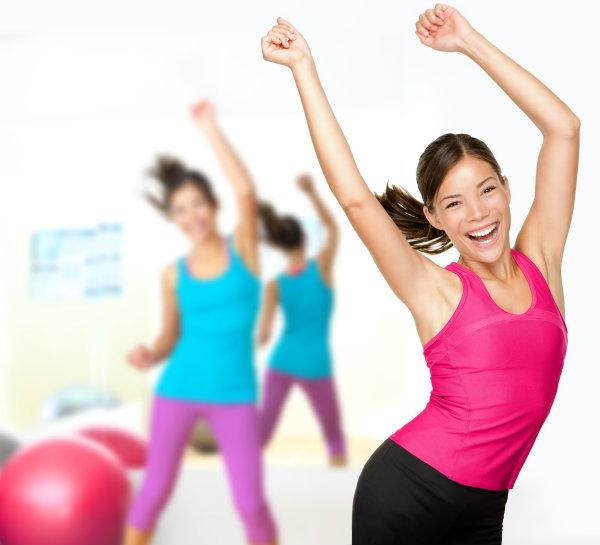 mujer haciendo ejercicio Kako da postanete bolja osoba