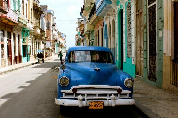 226 Američki oldtajmeri na ulicama Havane