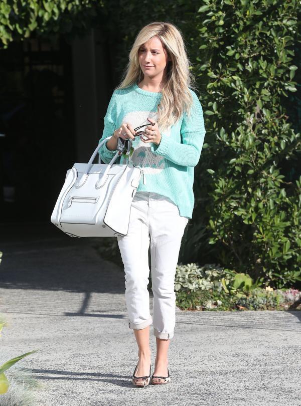 2 Ashley Tisdale One to nose ovako: Pastelne boje