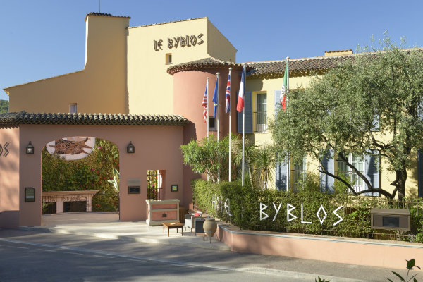"Byblos Saint Tropez GF Entrance 5 31 13 Ponovo se otvara hotel ""The Byblos Saint Tropez"