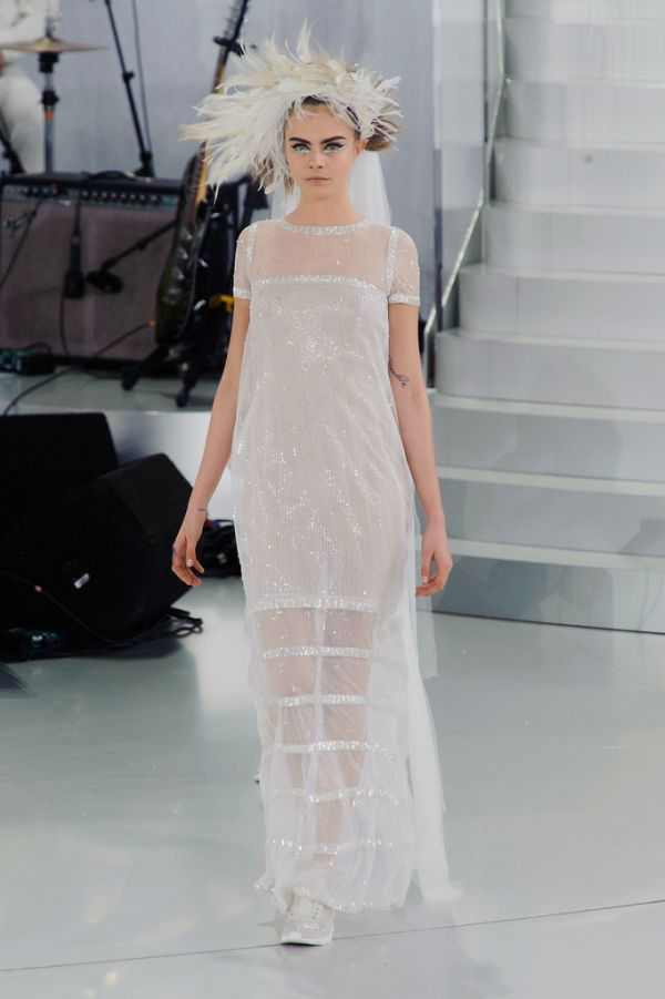 Cara Delevingne Chanel Haute Couture Spring 2014 Momenti kada su patike dobile svojih pet minuta