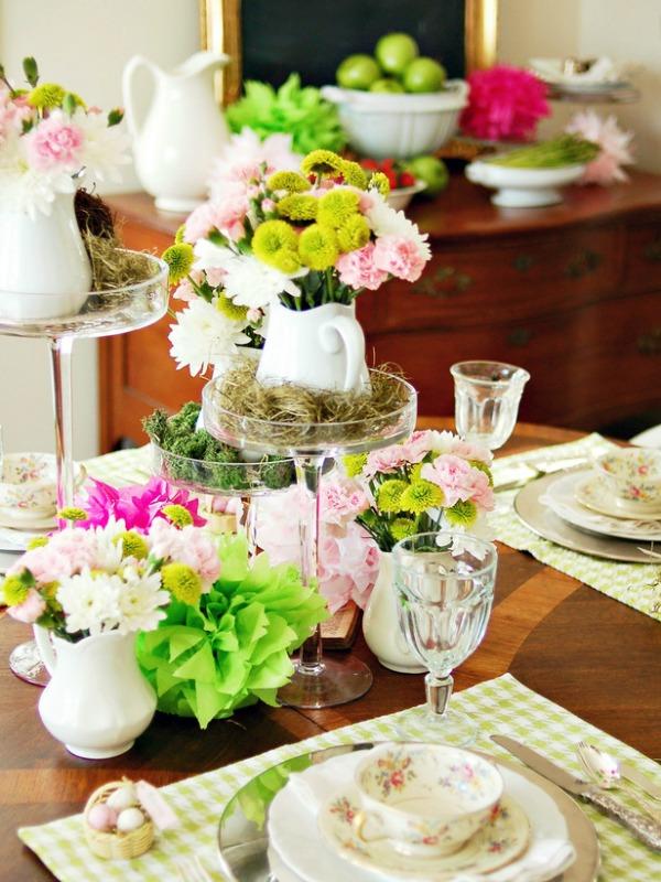 Cvetni aranzman Proleće na stolu