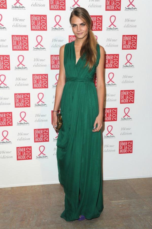 Dugacka zelena haljina je pun pogodak 10 haljina: Kara Delevinj