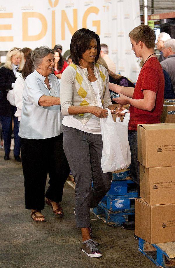 Michelle Obama Capital Area Food Bank 2009 Momenti kada su patike dobile svojih pet minuta