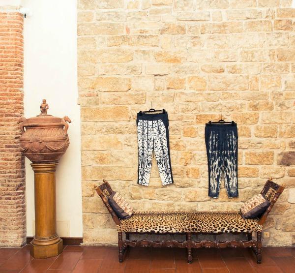 Robert Kavali sofa sa aimal printom  Zavodljiv enterijer doma Kavalijevog sina: Robert Kavali