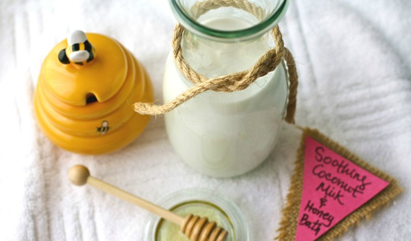 Slika 11 Uradi sama: Umirujuća kupka od meda i kokosovog mleka