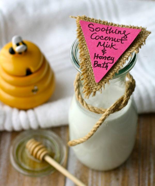Slika 21 Uradi sama: Umirujuća kupka od meda i kokosovog mleka