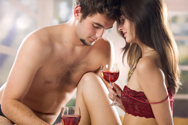 couple having wine in bed on valentines day Ispovest jedne varalice