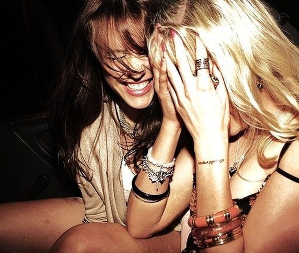 fashion girls laugh party smile Favim.com 134979 Koje pesme u kafani naručuju horoskopski znaci