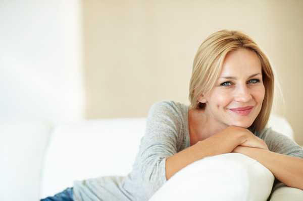 happy woman 40s Šta forsirate sa 20, u 40 ide samo