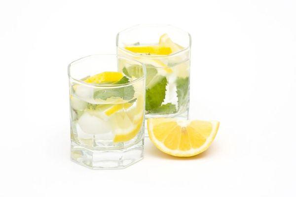lemon and mint water1 Najbolja jutarnja detoksikacija nakon izlaska
