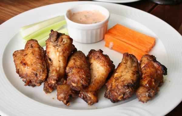 two kinds of chicken wings1 Ako ste na dejtu, nemojte ovo da jedete