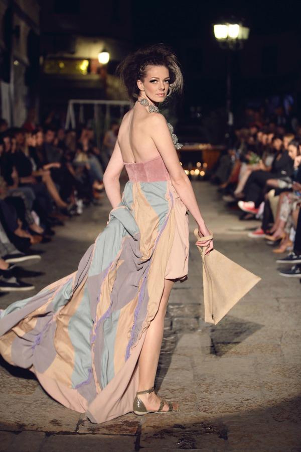 215 Kolekcija Narator modnog ateljea Hard to explain