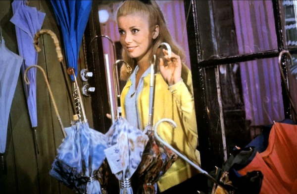 Catherine Deneuve The Umbrellas of Cherbourg 1964 Top 10: Kišni momenti na filmskom platnu