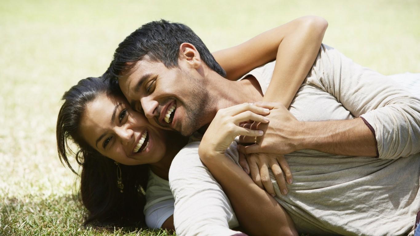 Couple Love Hug Happiness 768x1366 Mesečni horoskop za maj 2014: Lav